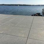 granitfliser liggende ved havet